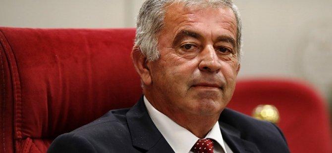 Meclis Başkanlığı'na UBP Milletvekili Önder Sennaroğlu seçildi. Başkan Yardımcılığına Candan seçildi