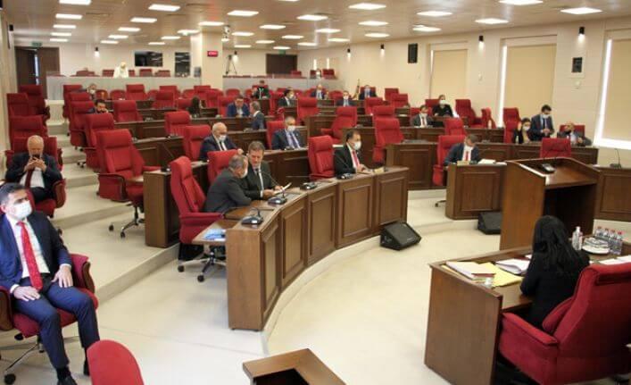 Kamu işçilerinin haklarına el uzatıldı, Meclis'te tartışma çıktı