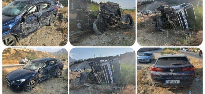 Girne Değirmenlik anayolunda kamyon iki araca çarptı!