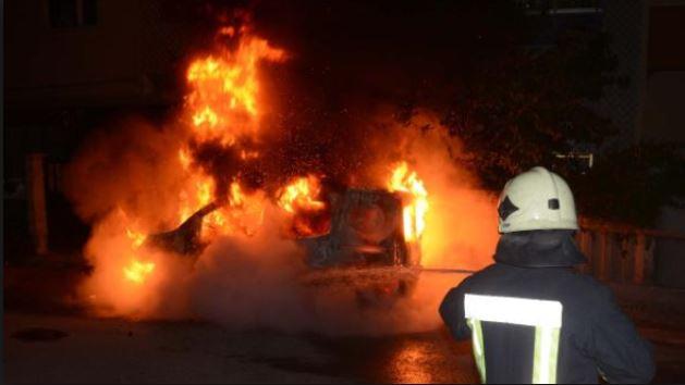 Mağusa'da araç yandı