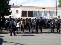 Geçiciler, Cumhuriyet Meclisi önünde toplandı