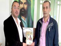 Hasan Çakmak, İskoçya'da  kitaplarını imzaladı